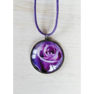 Cabochon nyaklánc rózsával