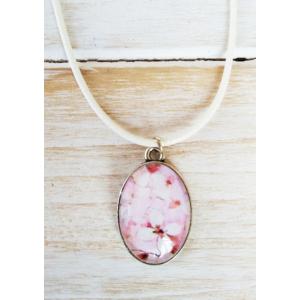 Cabochon nyaklánc cseresznyevirágokkal